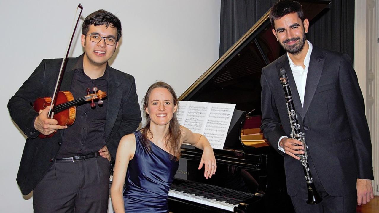 """Umjubelt wurden die Pianistin Gabriela...xe"""" im  Schlössle in Laufenburg.    Foto: zVg/Fahnenstiel"""