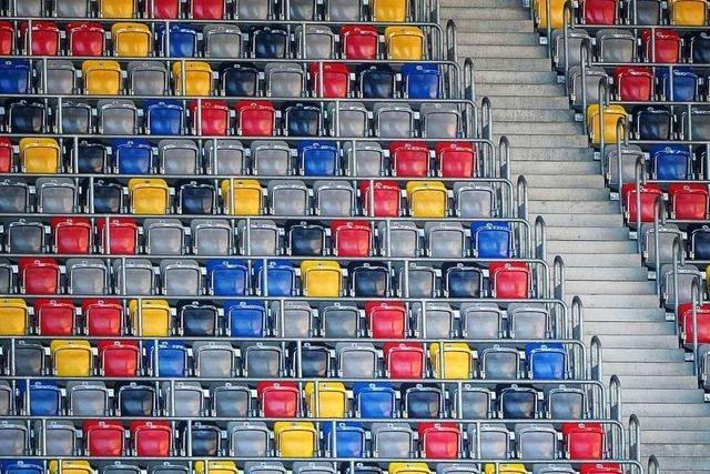 In der Fussball-Bundesliga soll der Ball weiterrollen, aber womöglich ohne Zuschauer