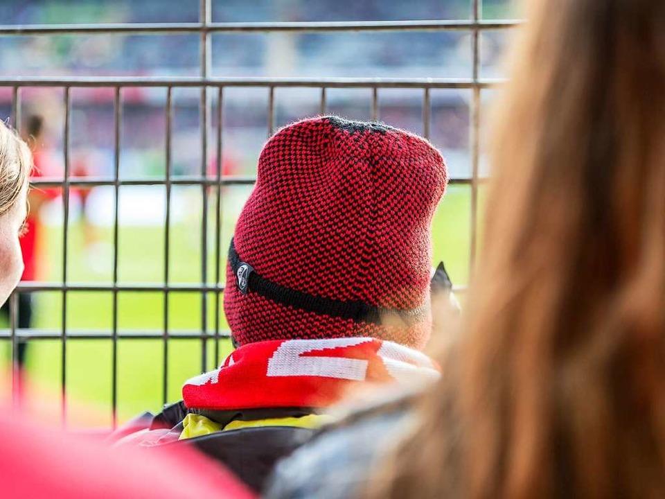 Sollte ein Fußballspiel vor leeren Rän...d Dauerkartenbesitzer ihr Geld zurück.  | Foto: Carlotta Huber