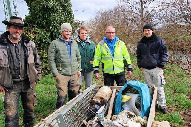 Freiwillige helfen beim Frühjahrsputz in Eichstetten