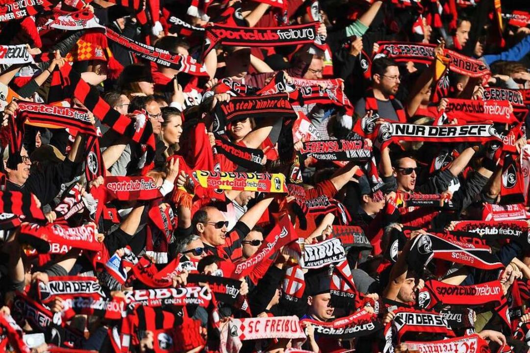 Volles Haus beim SC Freiburg – d...stadion ohne Publikum gespielt werden.  | Foto: Patrick Seeger (dpa)