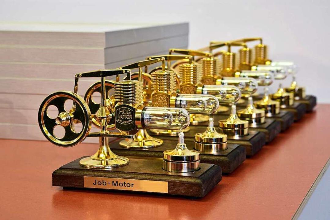 Jeder Gewinner bekam einen goldenen Jobmotor.  | Foto: Thomas Kunz