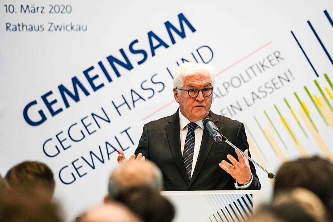Bundespräsident Frank-Walter Steinmeier bei seinem Appell in Zwickau.  | Foto: JENS SCHLUETER (AFP)