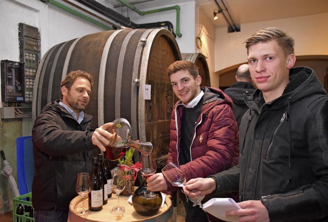 Gelegenheit zum ausgiebigen Probieren ...ebhaber bei der  Ihringer Rotweinkost.  | Foto: Thomas Rhenisch