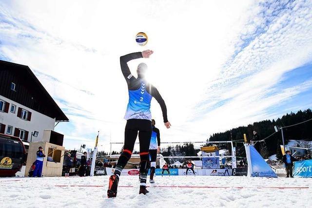 Winterkreation Snow-Volleyball will zu Olympia und beeindruckt Spieler aus Freiburg