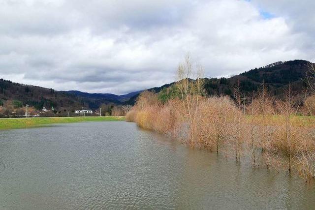 Dank des Hochwasserrückhaltebeckens hat Raitbach aktuell einen See