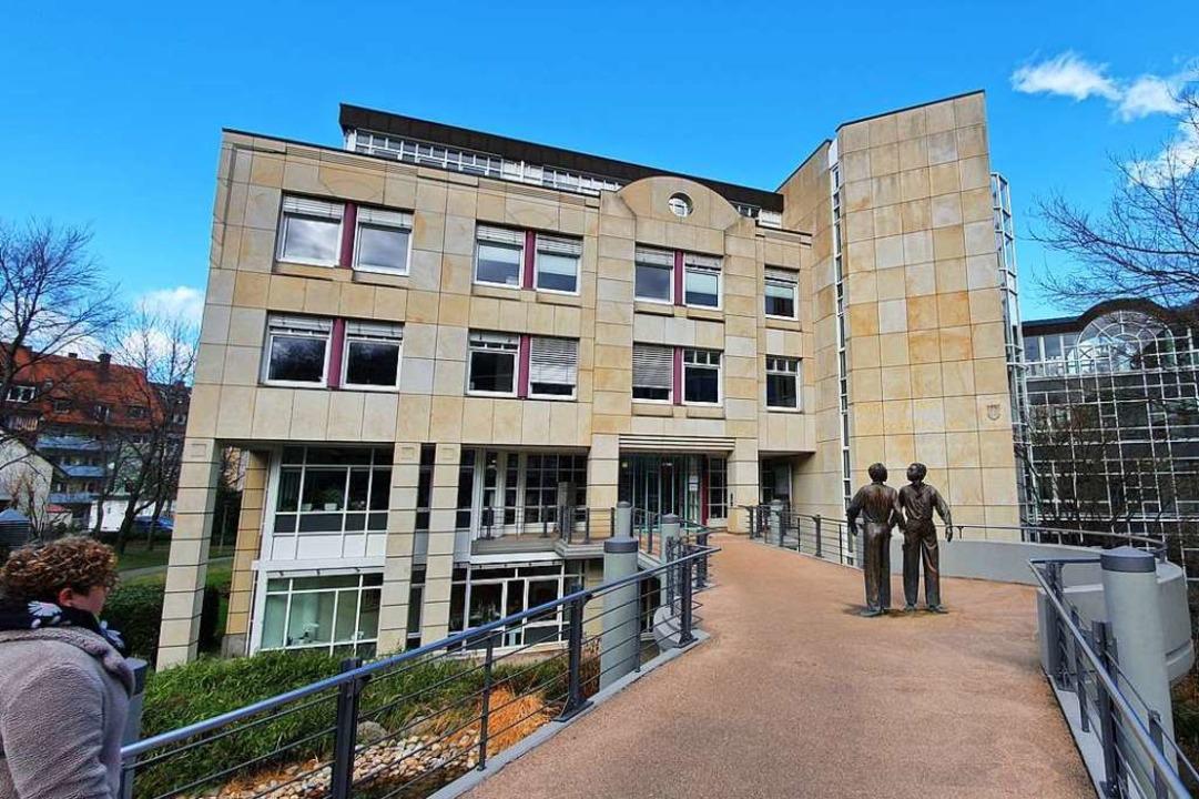Für das Landratsamt stehen Herausforde...a die Suche nach einem neuen Standort.  | Foto: Sebastian Wolfrum