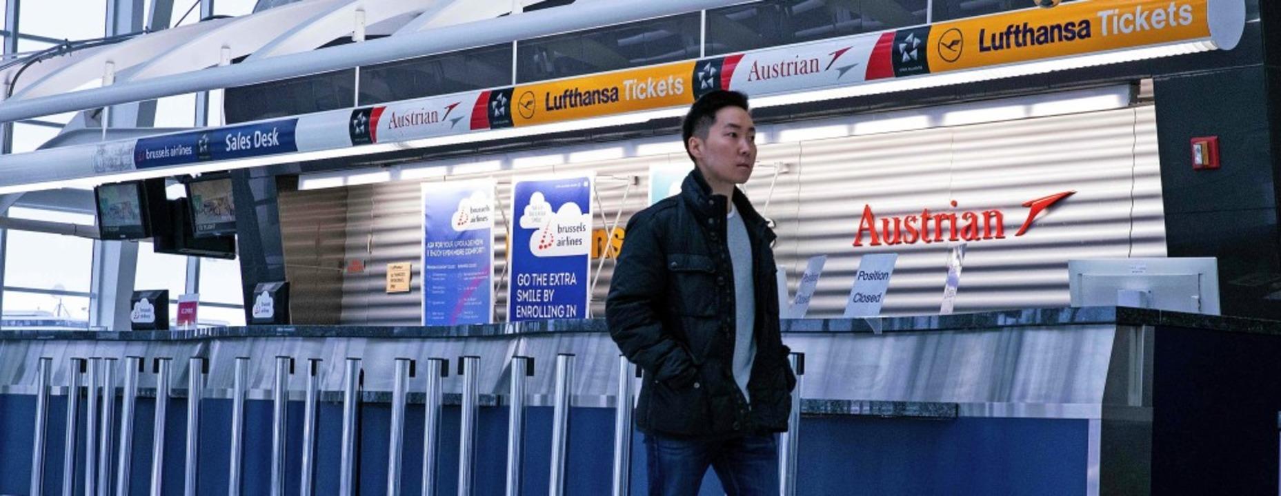 Die geschlossenen Lufthansa- Schalter ...ternational Airport  in New York City   | Foto: KENA BETANCUR (AFP)
