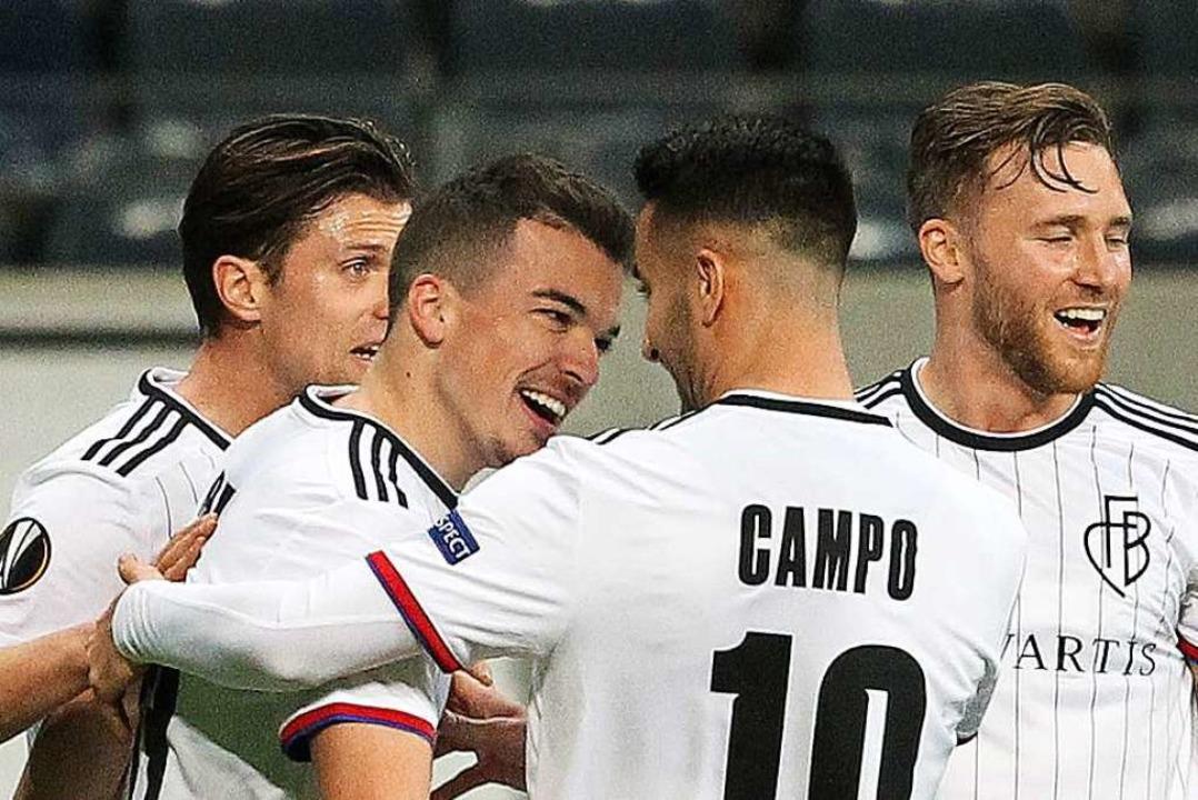 Fußball ohne Fans – und einem Basler Sieg in Frankfurt.  | Foto: DANIEL ROLAND (AFP)