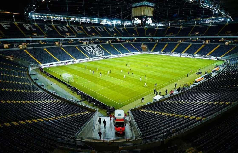 Fußball ohne Fans – und einem Basler Sieg in Frankfurt.  | Foto: Uwe Anspach (dpa)
