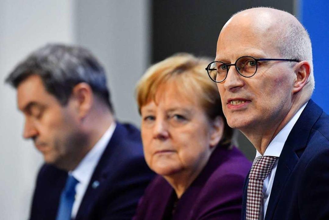 Söder, Merkel, Tschentscher    Foto: JOHN MACDOUGALL (AFP)