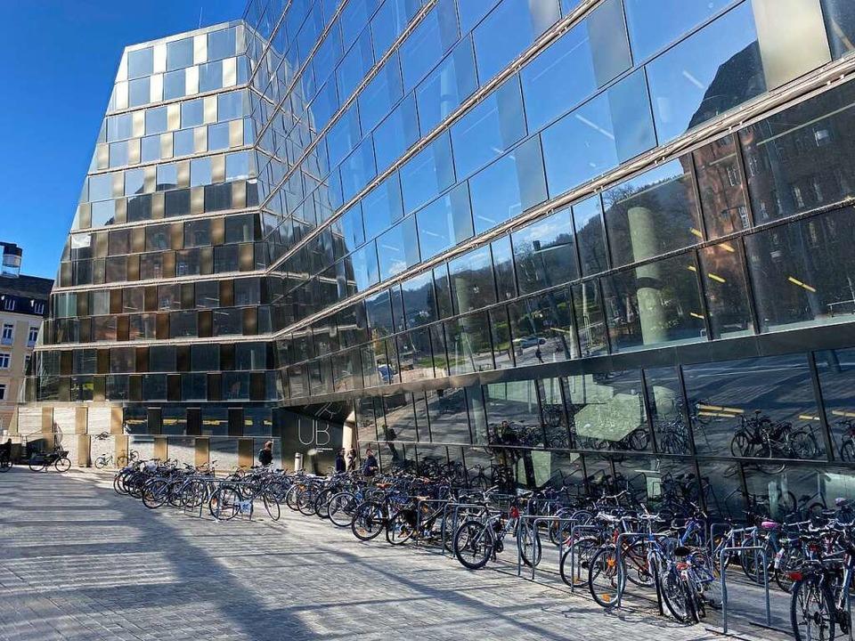 Die UB Freiburg ist am Freitag wegen eines Coronafalls geschlossen worden.  | Foto: Anika Maldacker