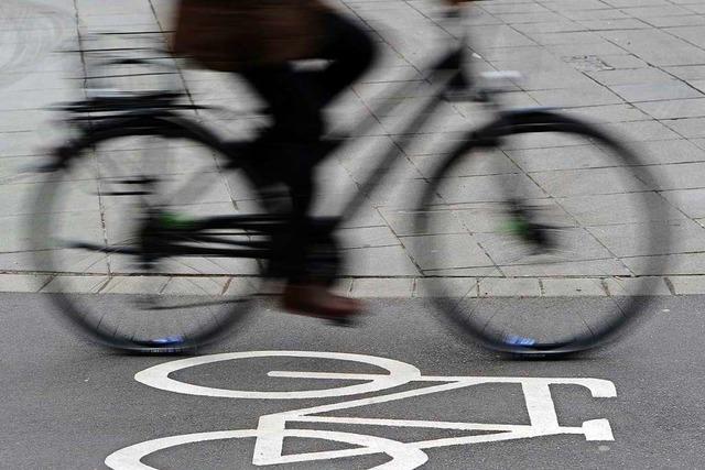 Auto streift Fahrrad in Bad Säckingen – Radlerin kommt zu Fall