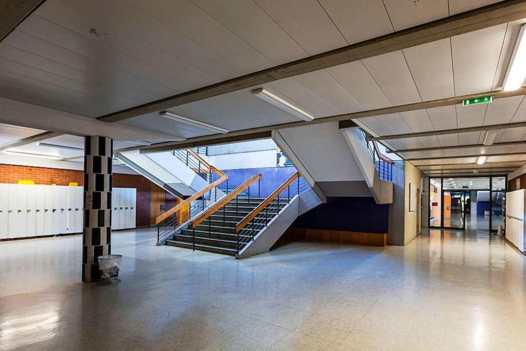 Schulen ohne Menschen – hier die Staudinger-Gesamtschule in Freiburg.  | Foto: Carlotta Huber