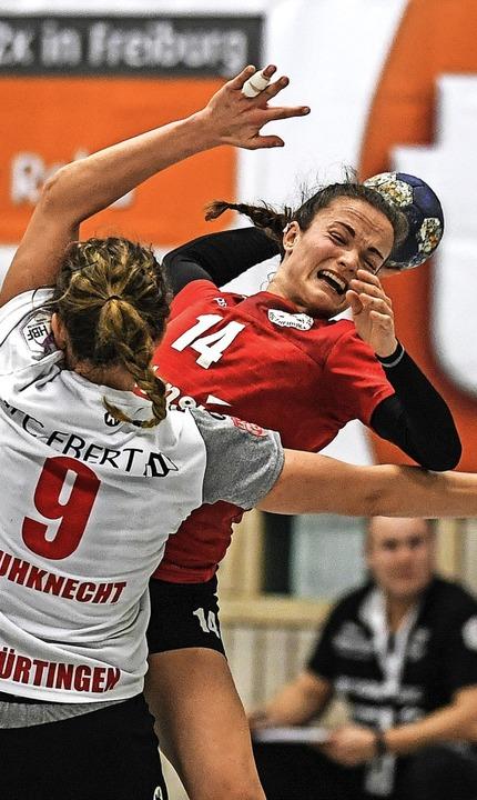 HSG-Spielerin Alica Burgert wirft.   | Foto: Patrick Seeger