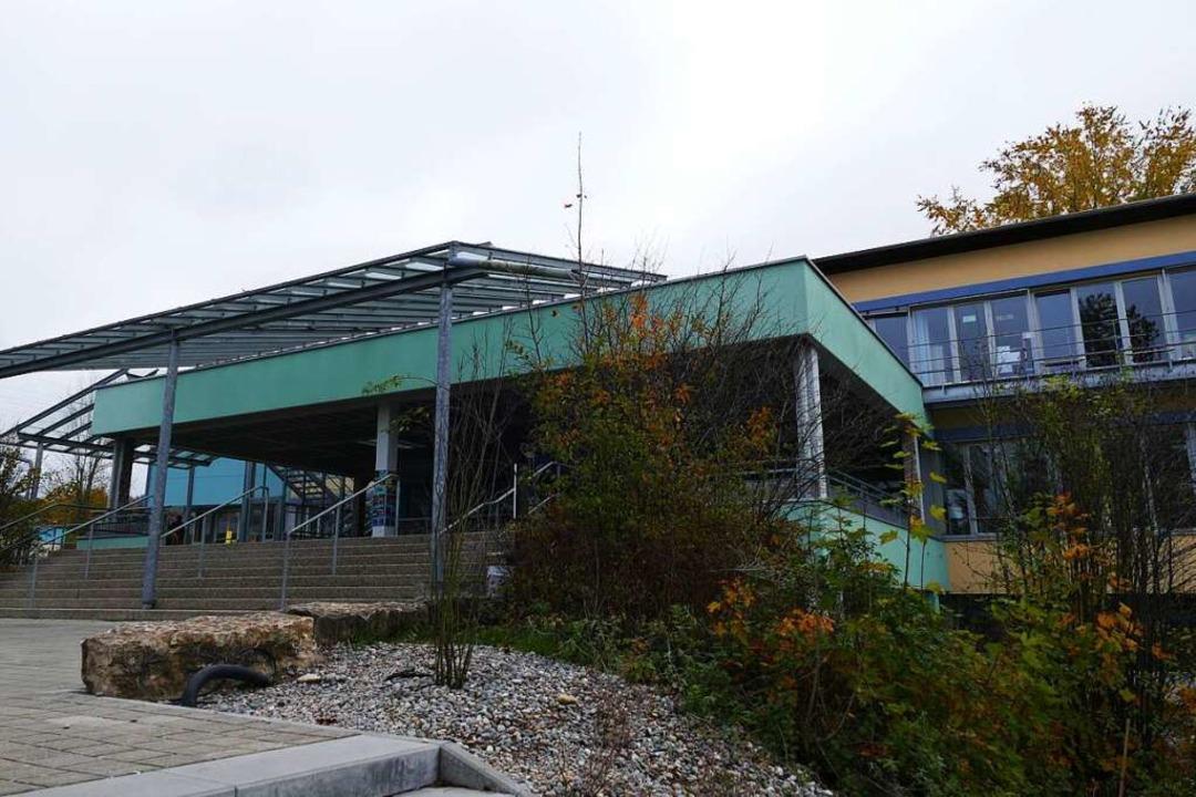 Auch vor der Schliengener Hebelschule wird es leer werden.    Foto: Susanne Ehmann