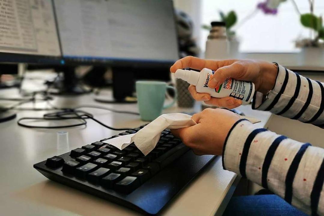 Auch in den Büros der Badischen Zeitung wird auf Hygiene geachtet.    | Foto: Manuela Müller