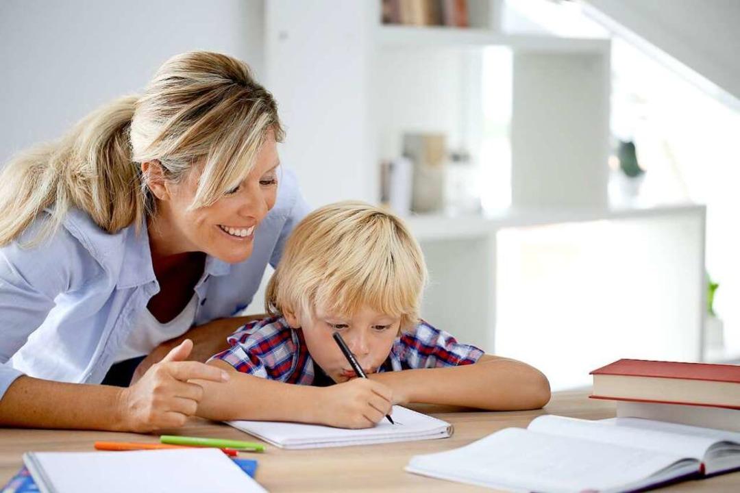 Drei Wochen Zeit, Gelerntes zu wiederh...den den Kindern Hausaufgaben mitgeben.  | Foto: goodluz  (stock.adobe.com)