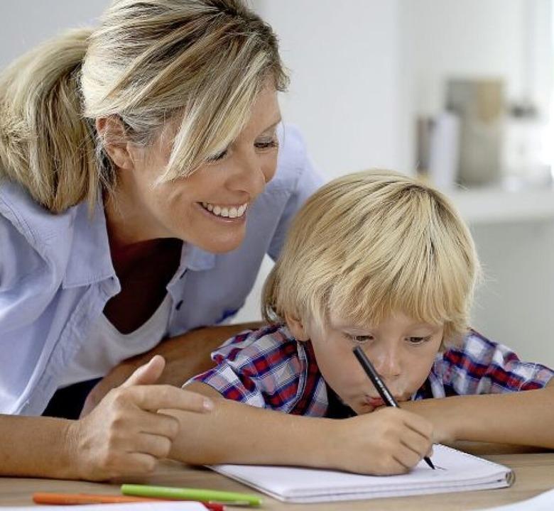 Drei Wochen Zeit, Gelerntes zu wiederh...den den Kindern Hausaufgaben mitgeben.  | Foto: goodluz - stock.adobe.com