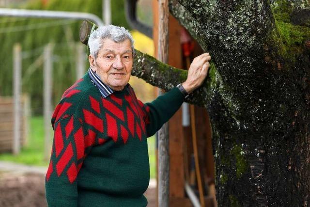 Hermann Himmelsbach singt mit 92 Jahren immer noch im Männergesangverein