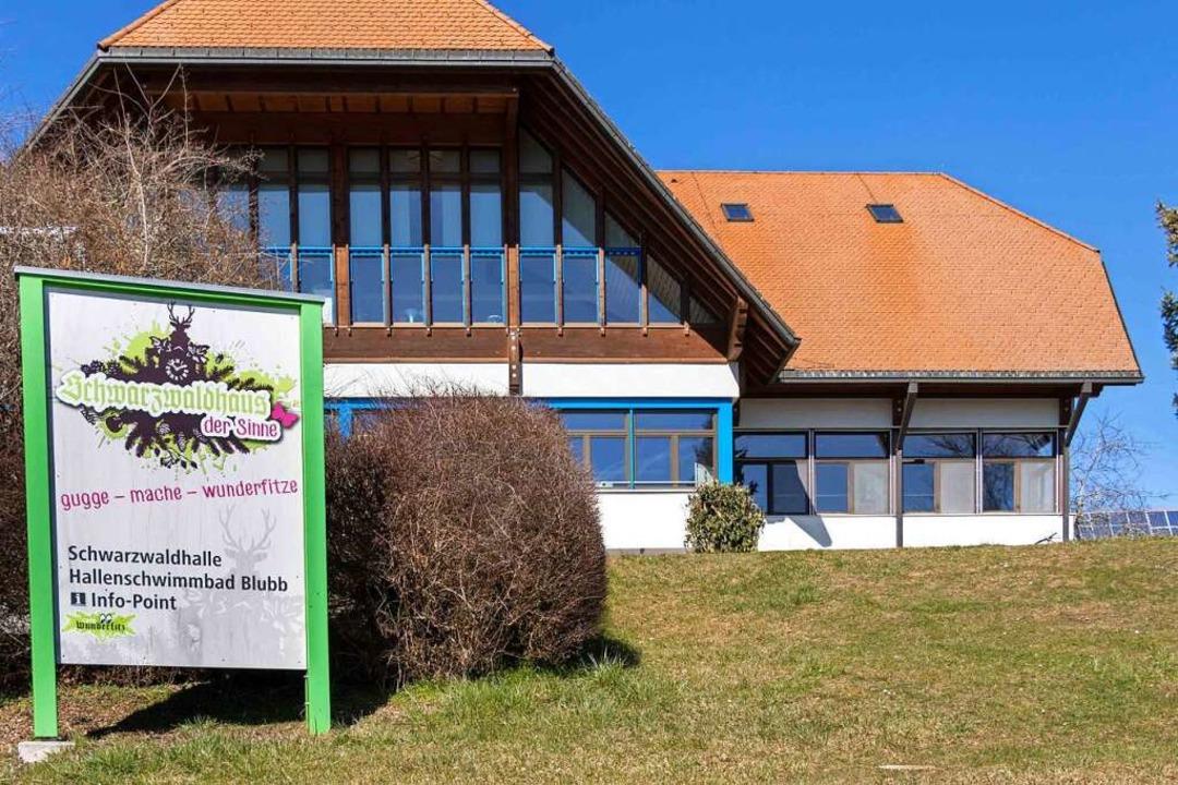 Schule, Hallenbad, Schwarzwaldhaus der... Dienstag in Grafenhausen geschlossen.  | Foto: Wilfried Dieckmann