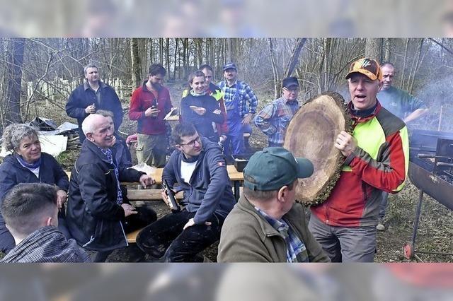 Fast 100 Bürger pflanzen 1000 Bäume