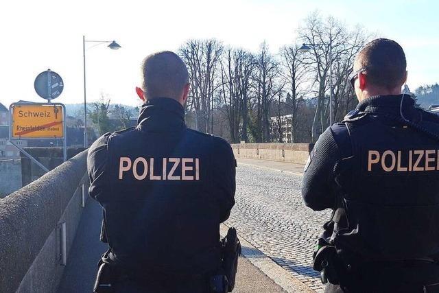 Bundespolizei kontrolliert an der alten Rheinbrücke