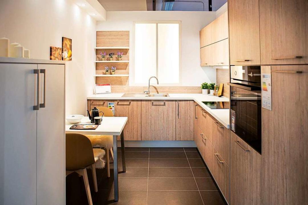 Offene Regale in Ecken können zusätzli...um bieten und sehen dazu noch gut aus.  | Foto: Fischer Küchen
