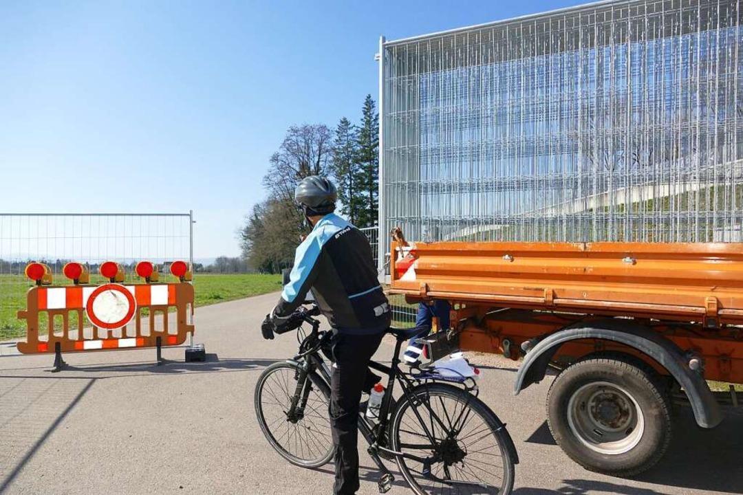 Der Werkhof schließt die Übergänge mit Zäunen.  | Foto: Peter Gerigk