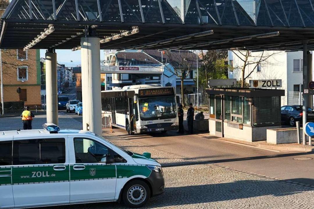 Auch an der Grenze in Stetten wird streng kontrolliert.  | Foto: Ansgar Taschinski