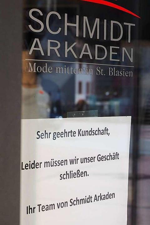 Ein Schritt gegen die Verbreitung des ...um Schutz von Kunden und Mitarbeitern.  | Foto: Susanne Gilg