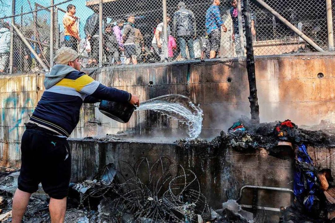 Der Brandherd war schwer zu erreichen.    Foto: MANOLIS LAGOUTARIS (AFP)