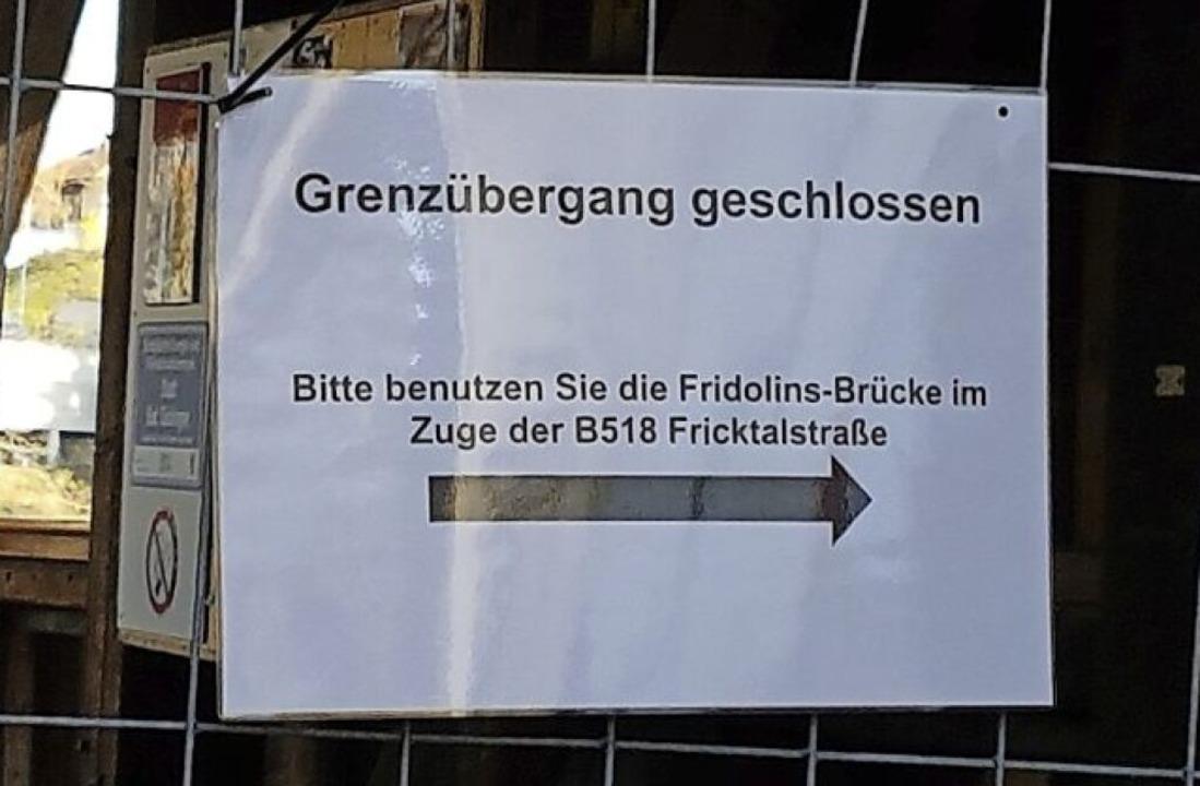 Nichts geht mehr über die Holzbrücke.  | Foto: Axel Kremp