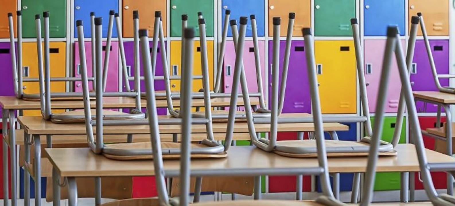 Verwaiste Klassenzimmer – die Sc...bis nach den Osterferien geschlossen.   | Foto: miriristic (Adobe Stock)