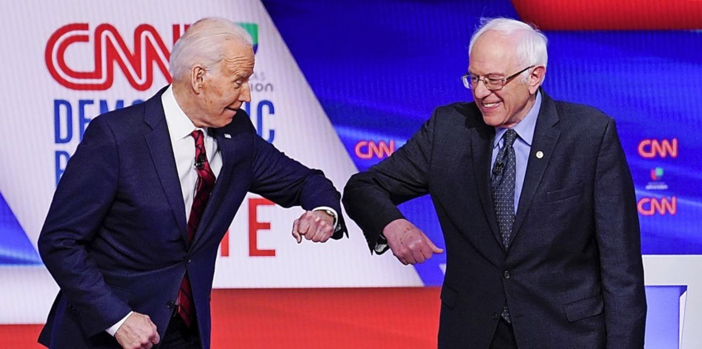 Bloß nicht die Hände geben! Joe Biden ...em TV-Duell in Zeiten des Coronavirus.  | Foto: Evan Vucci (dpa)