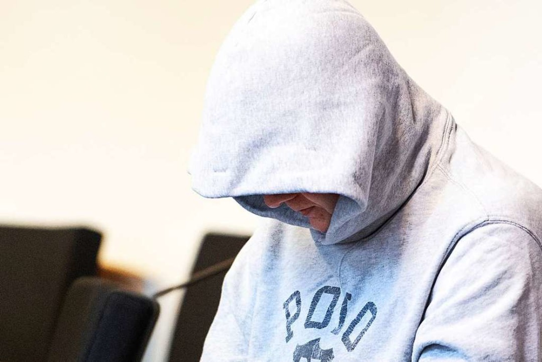 Der angeklagte 33-jährige Freiburger am ersten Verhandlungstag.  | Foto: Patrick Seeger (dpa)