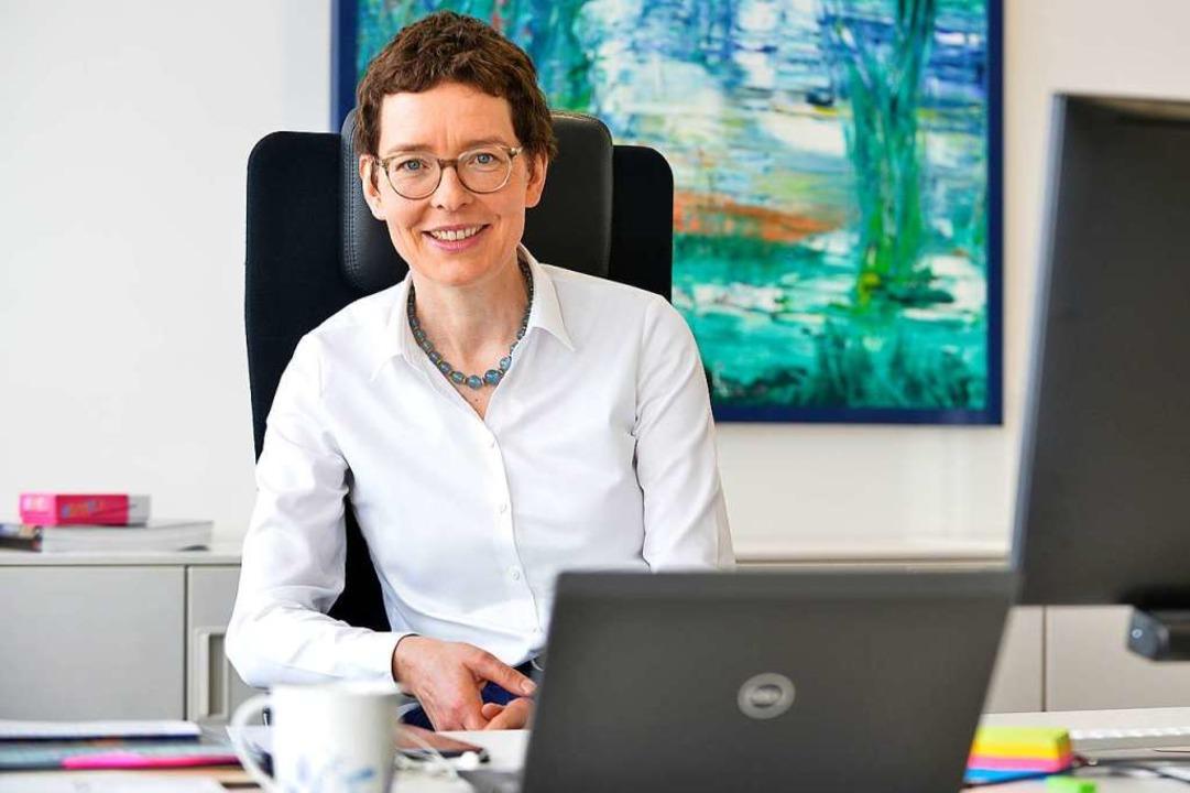 Birte Hackenjos an ihrem Schreibtisch   | Foto: Michael Bamberger
