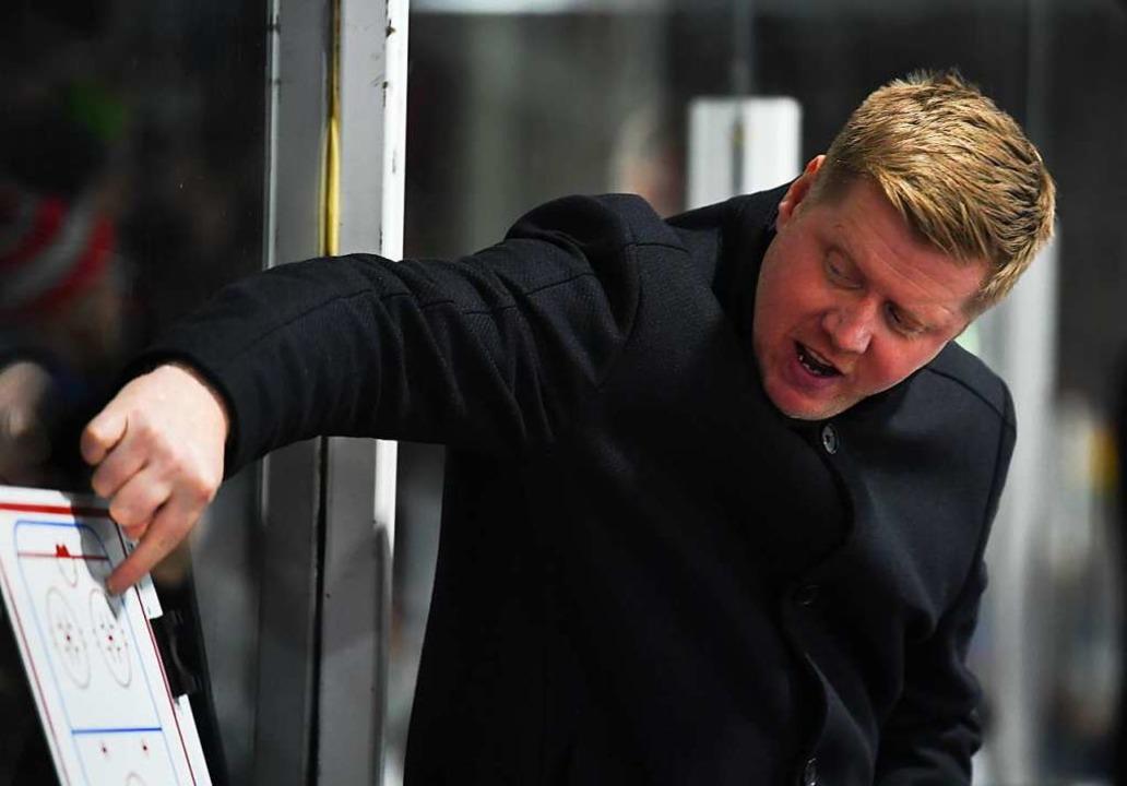 Gilt als gewiefter Taktiker: EHC-Trainer Peter Russell  | Foto: Patrick Seeger