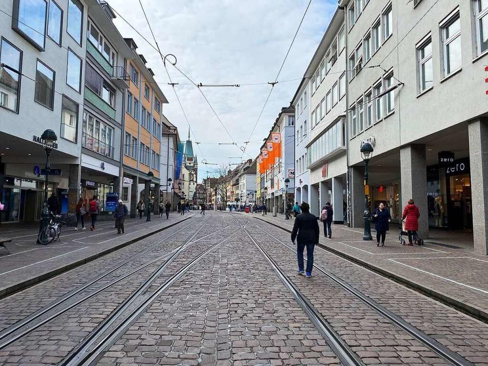 Schon am Dienstag war in Freiburgs Fußgängerzone weniger los als sonst.  | Foto: Anika Maldacker