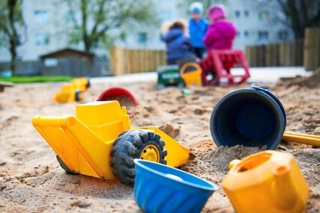 Kinder, deren Eltern in der kritischen...eiterhin an Schulen und Kitas betreut.    Foto: Monika Skolimowska