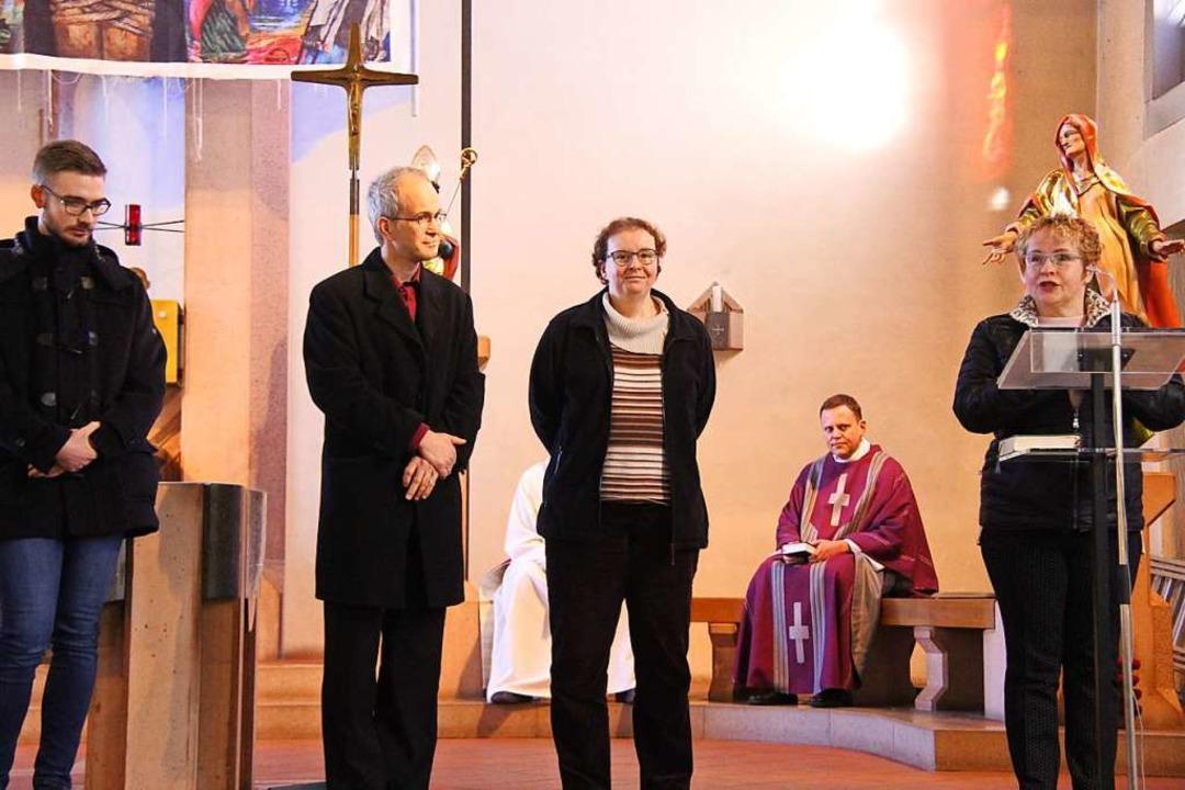 In einem letzten Gottesdienst der kath...didaten zur Pfarrgemeinderatswahl vor.  | Foto: Horst David