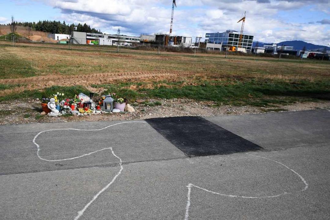 Der Tatort am Rande des Gewerbegebiet ...er starb Niklas E. durch zwei Schüsse.  | Foto: Patrick Seeger (dpa)