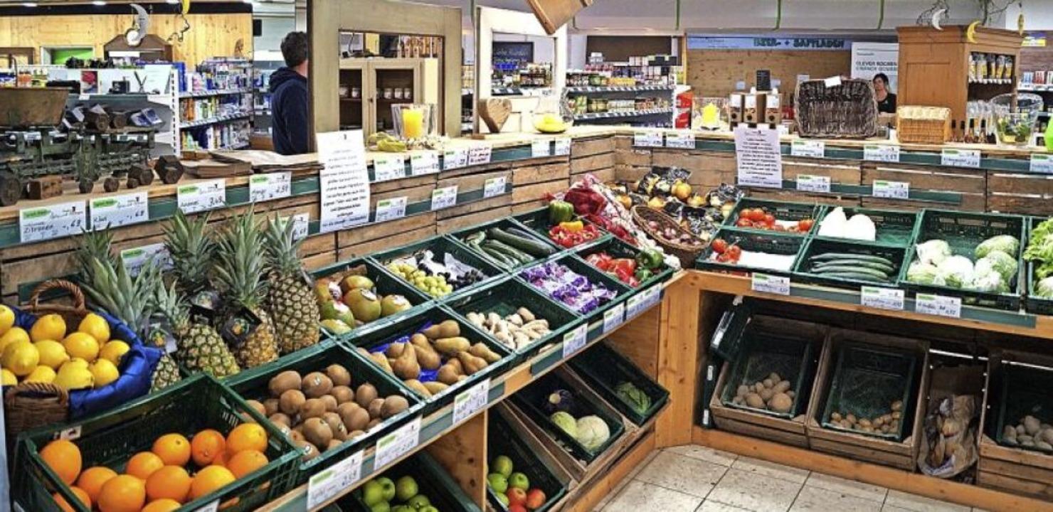 Volle Regale im Dorfladen – von Lieferengpässen ist keine Spur.  | Foto: Sara Göhring
