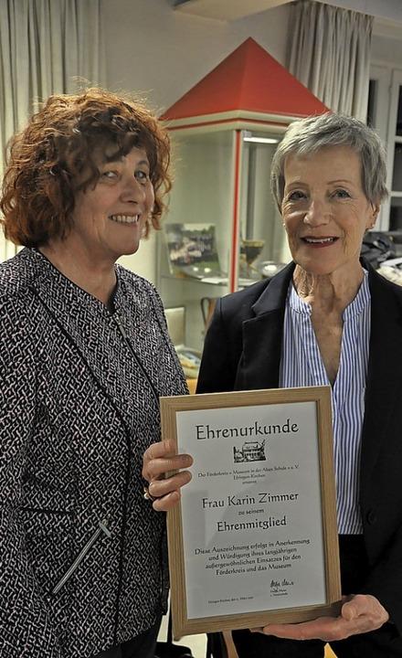 Helga Meier (links) dankte Karin Zimme...elfältiges Engagement im Förderverein.  | Foto: Jutta Schütz