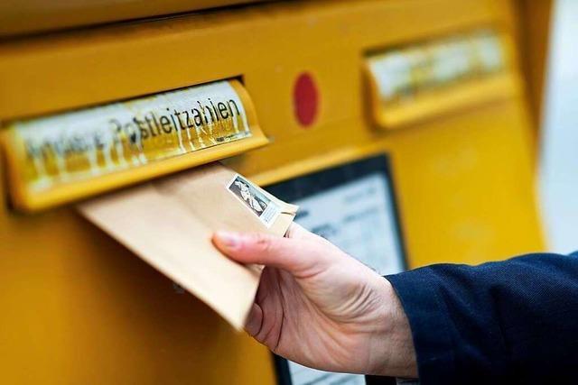Ein Vater ärgert sich über Briefpost für Erstwähler