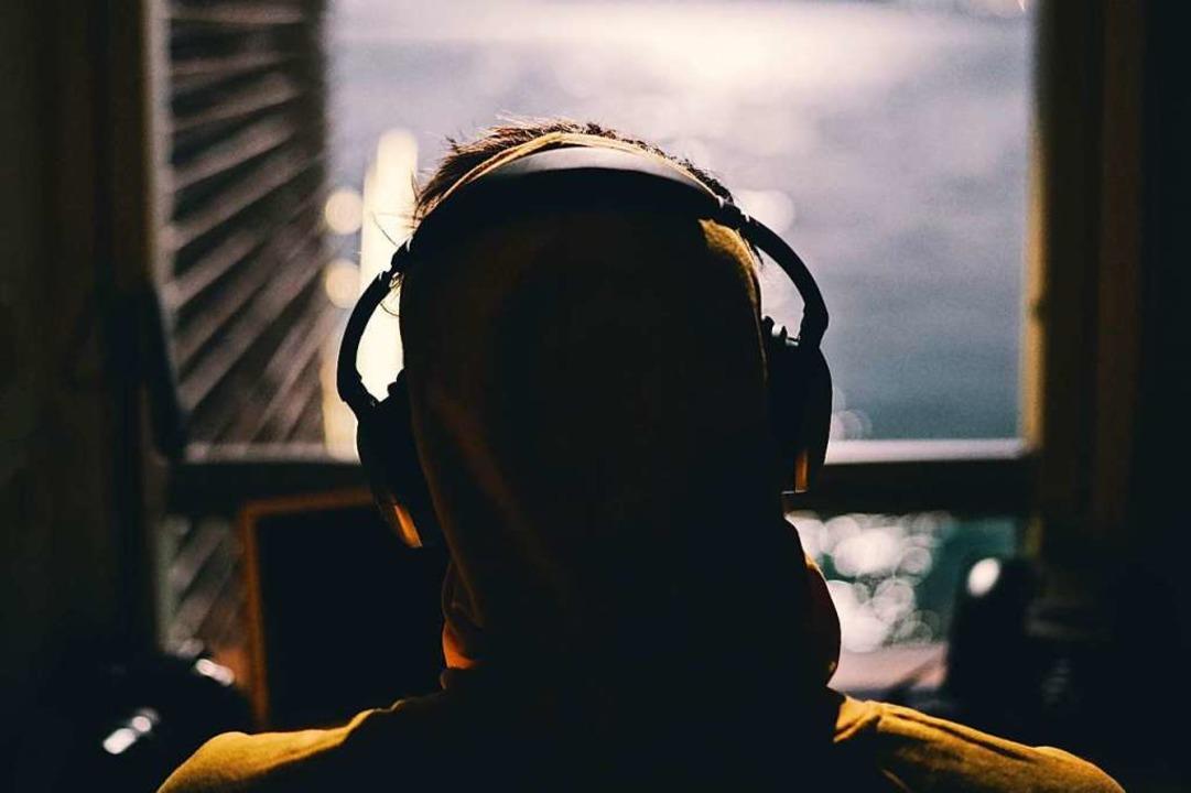 Allein Zuhause – aber mit der We...Streams die Verbindung zur Clubkultur.  | Foto: Carl Reynier (Unsplash)