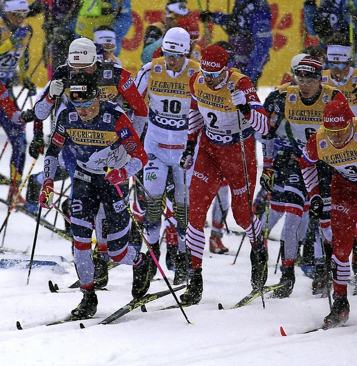 Dicht an dicht: Abstand halten war bei...r Weltcup-Langläufer  ausgeschlossen.   | Foto: Karl-Josef Hildenbrand