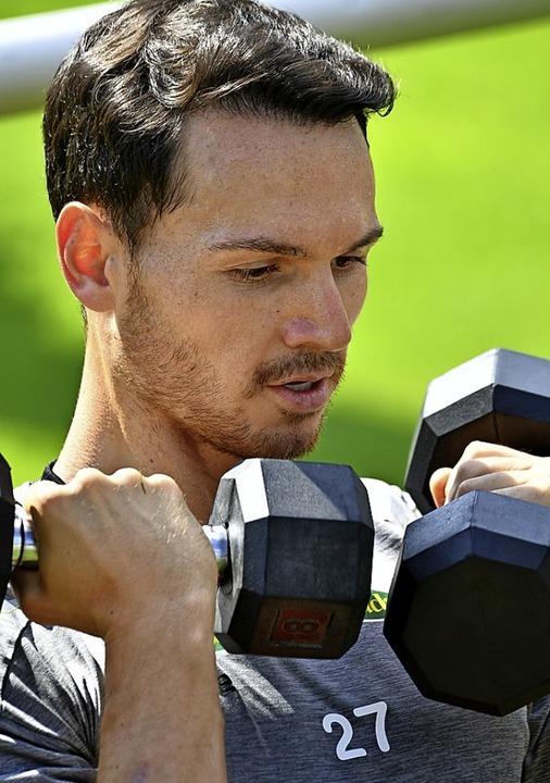 Hanteln statt Ball: Das Programm der S...eduziert sich dieser Tage auf Fitness.  | Foto: Achim Keller