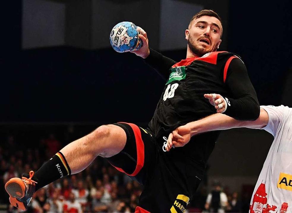 Das Coronavirus ist im Handball angeko... Jannik Kohlbacher hat sich infiziert.  | Foto: Robert Michael (dpa)