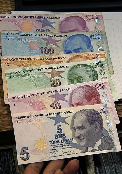 Die türkische Lira steht unter Druck.  | Foto: Lefteris Pitarakis